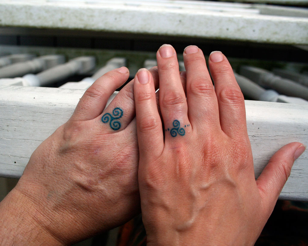Finger tattoo3