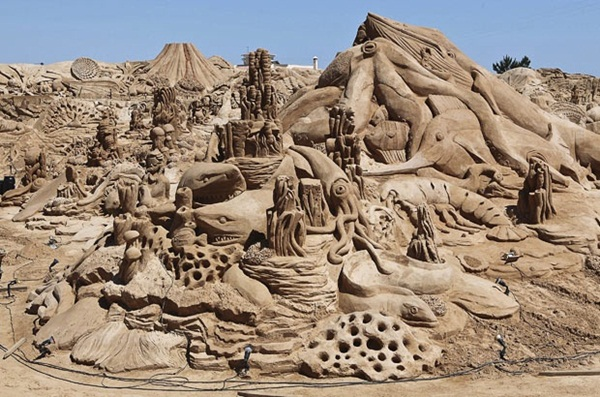 Stunning Examples of Sand Sculptures (4)