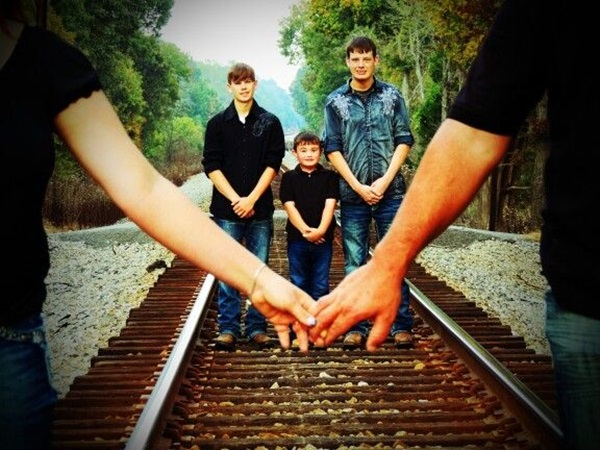 Creative Way to take Family Pictures (15)