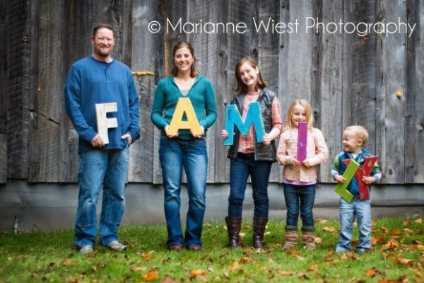 Creative Way to take Family Pictures (43)