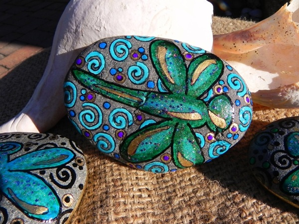 Pictures of painted rocks (4)