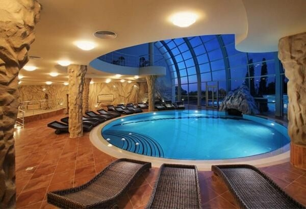 Ridiculously Cool Indoor Pool Ideas (4)