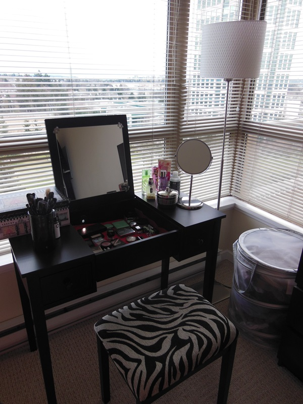 Attractive Mirrored Dressing Table Designs (38)