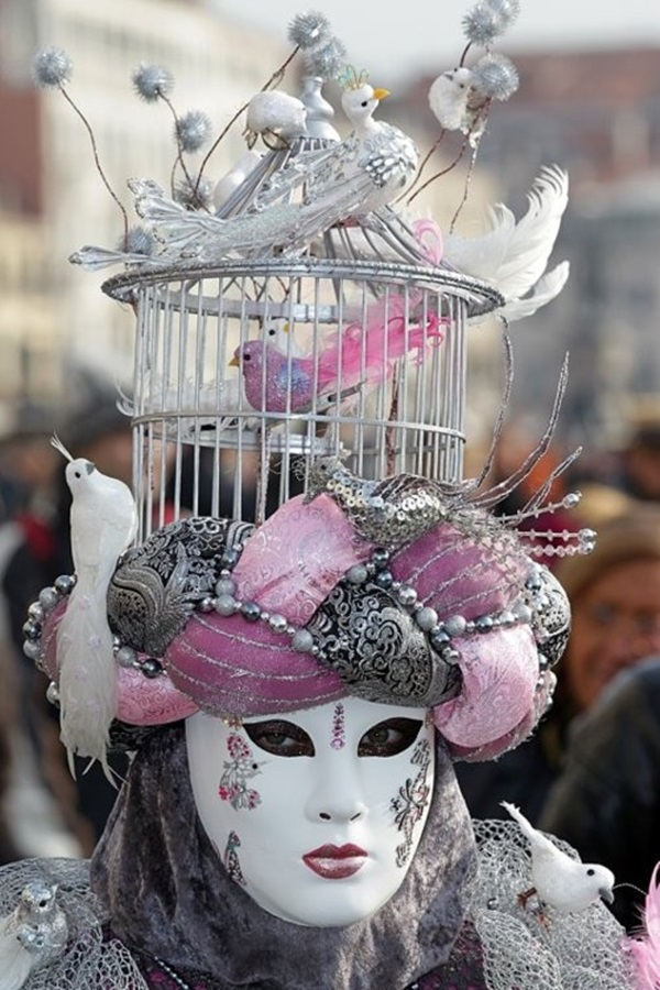 Beautiful Carnivale Masks and Meaning (22)