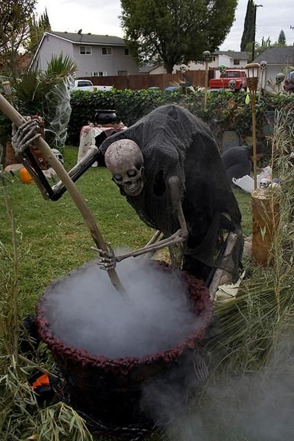 Scary Halloween Decoration Ideas to try this Year (14)