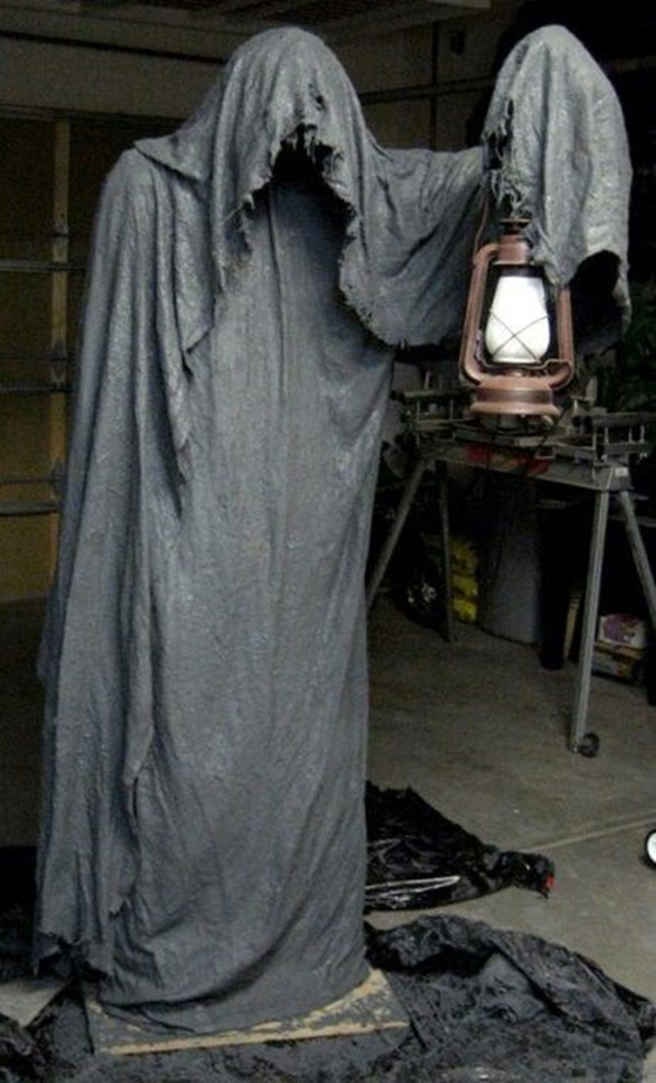 Scary Halloween Decoration Ideas to try this Year (26)