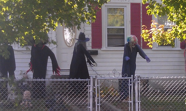 Scary Halloween Decoration Ideas to try this Year (28)