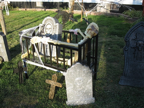 Scary Halloween Decoration Ideas to try this Year (30)