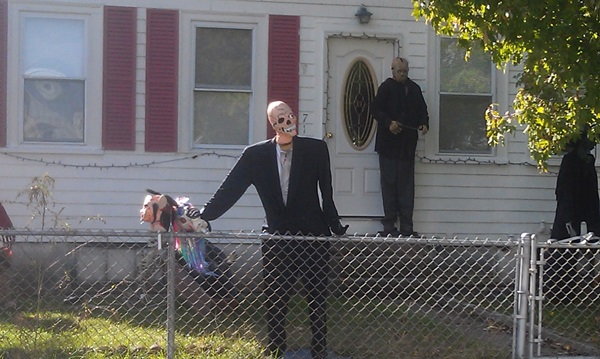 Scary Halloween Decoration Ideas to try this Year (31)