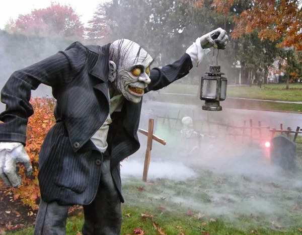 Scary Halloween Decoration Ideas to try this Year (32)
