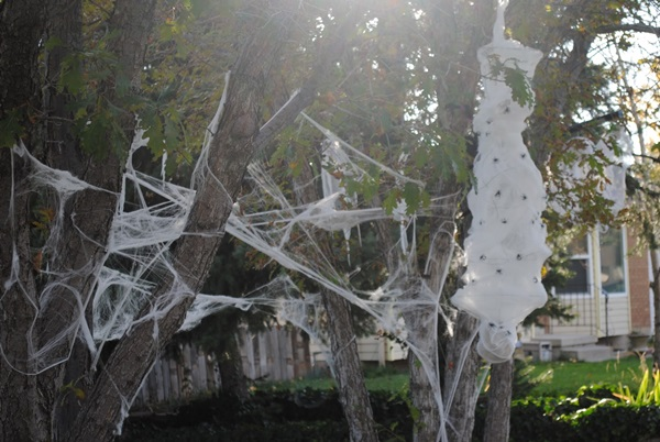 Scary Halloween Decoration Ideas to try this Year (33)