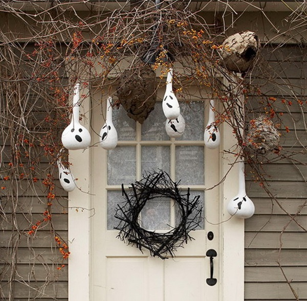 Scary Halloween Decoration Ideas to try this Year (35)