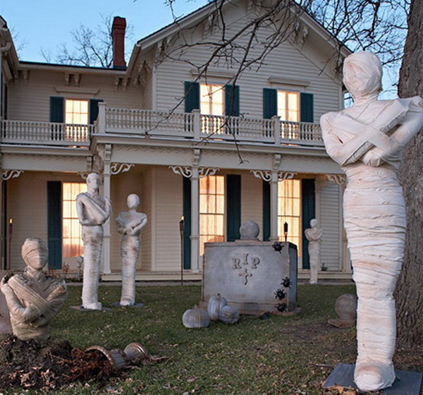 Scary Halloween Decoration Ideas to try this Year (38)
