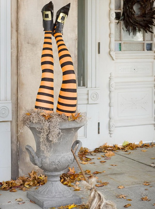 Scary Halloween Decoration Ideas to try this Year (40)