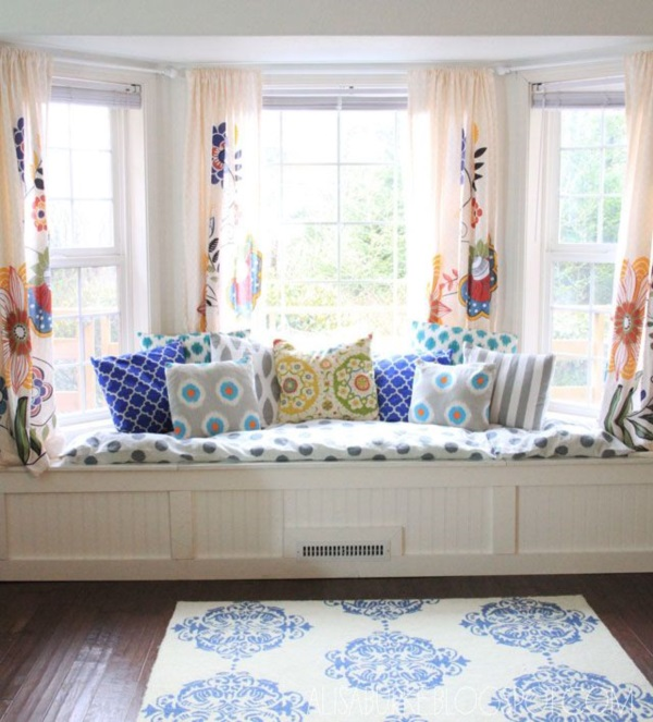 Scenic And Cozy Window Seat Ideas For You (2)