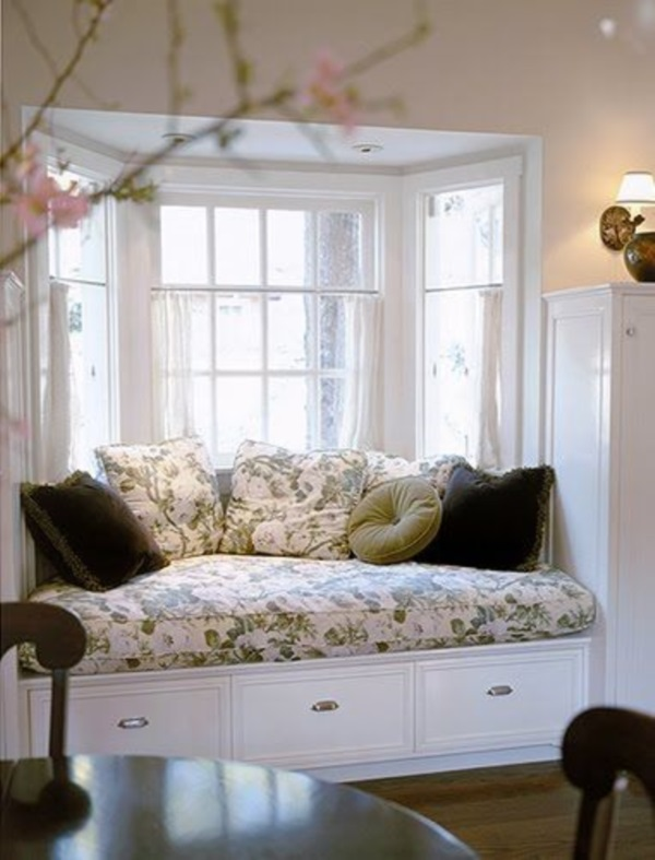 Scenic And Cozy Window Seat Ideas For You (31)