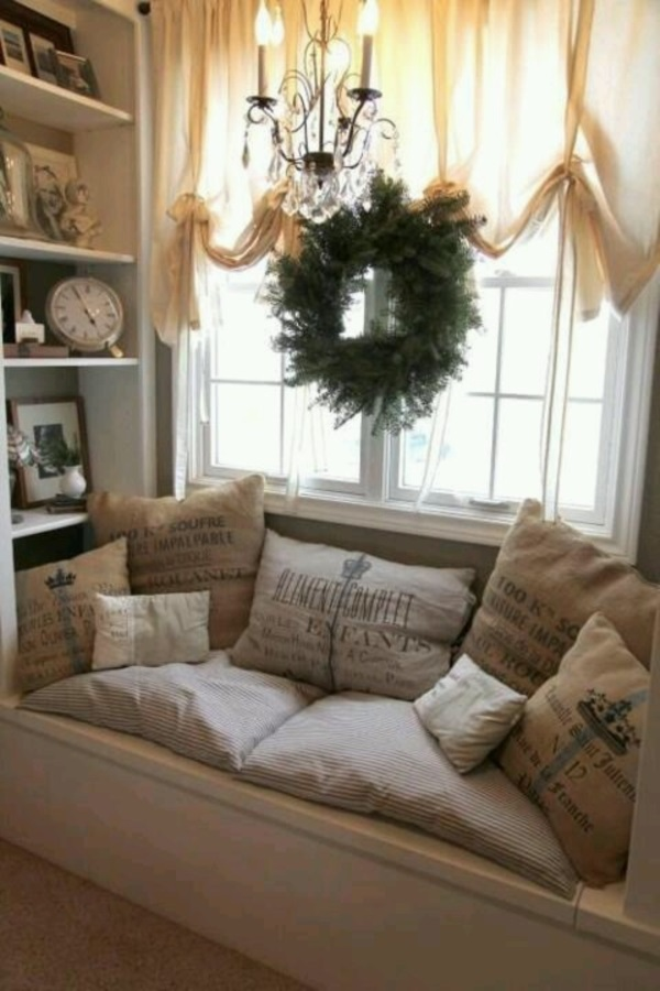 Scenic And Cozy Window Seat Ideas For You (7)