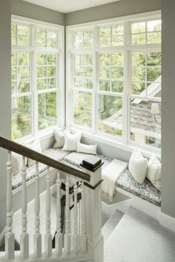 Scenic And Cozy Window Seat Ideas For You (9)