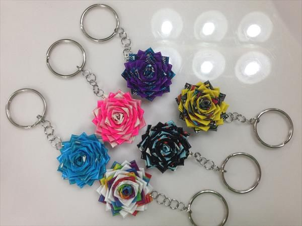 duct tape crafts flower keychains