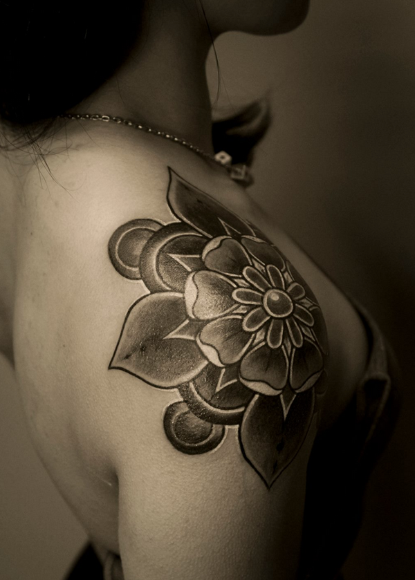 Impossibly Pretty Shoulder Tattoo Designs For Girls (1)