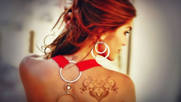 Impossibly Pretty Shoulder Tattoo Designs For Girls (30)