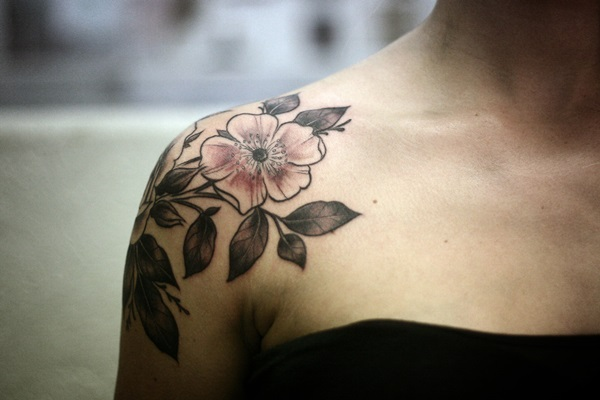 Impossibly Pretty Shoulder Tattoo Designs For Girls (38)
