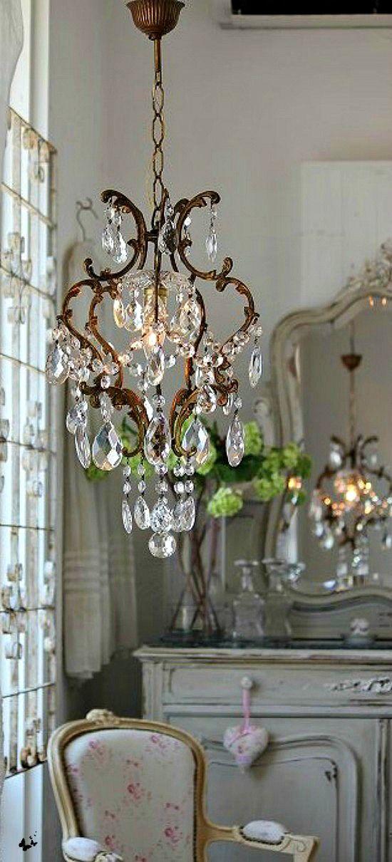 chandeliers 23