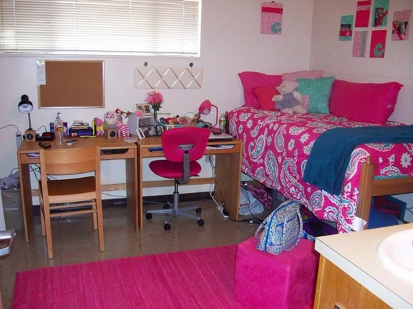 Classic College Dorm Room Decoration Ideas (28)