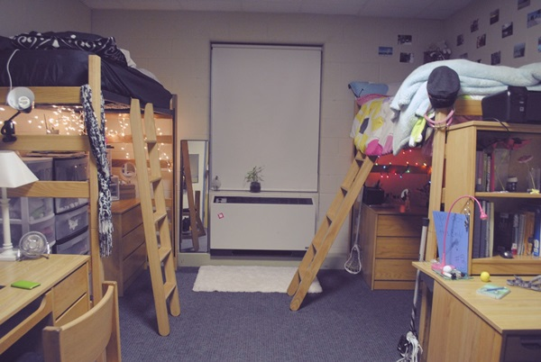 Classic College Dorm Room Decoration Ideas (36)