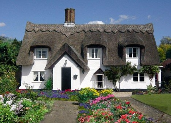 Beautiful thatch roof Cottage House Designs (1)