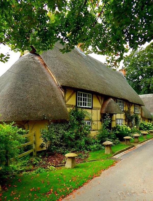 Beautiful thatch roof Cottage House Designs (11)