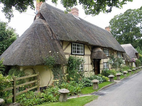 Beautiful thatch roof Cottage House Designs (12)