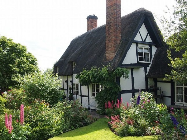 Beautiful thatch roof Cottage House Designs (17)