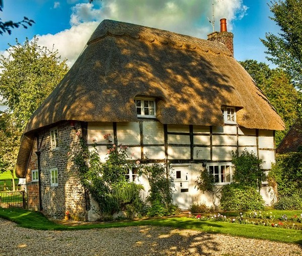 Beautiful thatch roof Cottage House Designs (18)