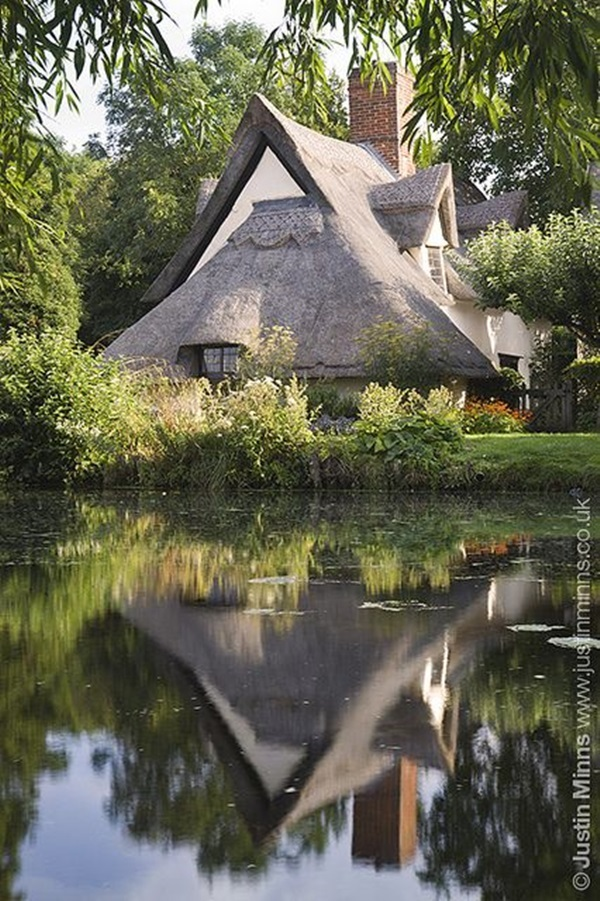 Beautiful thatch roof Cottage House Designs (20)