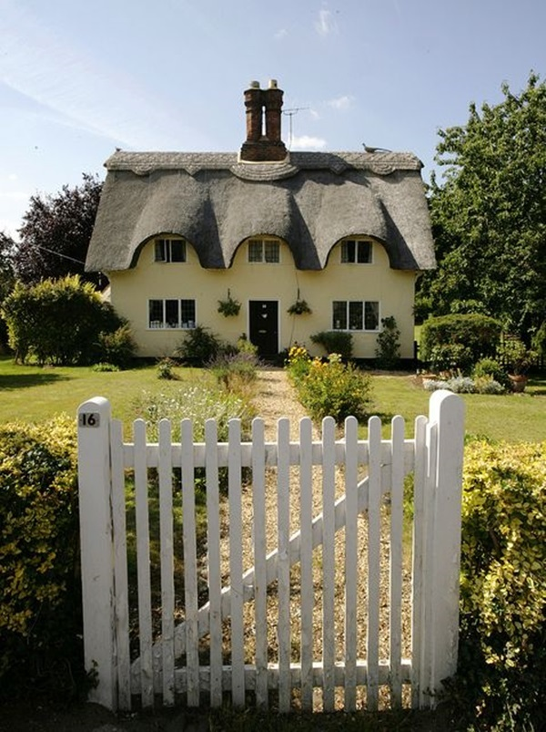 Beautiful thatch roof Cottage House Designs (21)