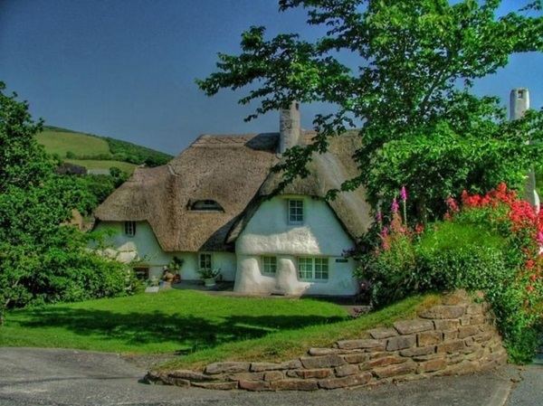 Beautiful thatch roof Cottage House Designs (26)