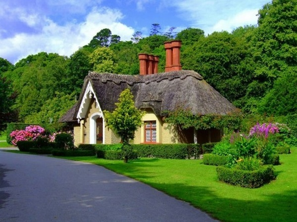 Beautiful thatch roof Cottage House Designs (27)