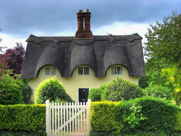 Beautiful thatch roof Cottage House Designs (28)