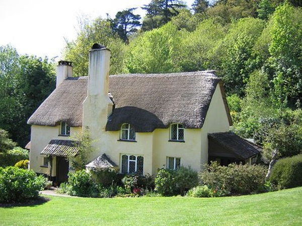 Beautiful thatch roof Cottage House Designs (3)