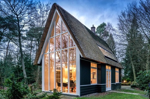 Beautiful thatch roof Cottage House Designs (32)