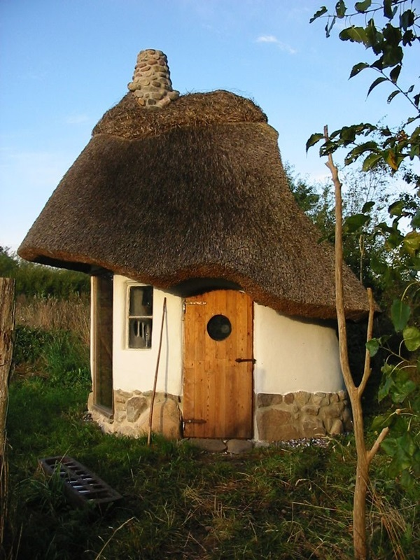 Beautiful thatch roof Cottage House Designs (34)