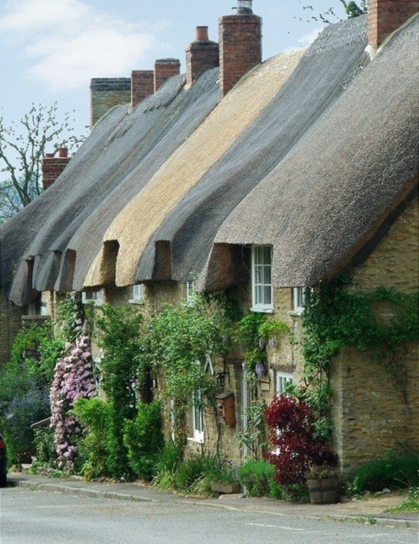 Beautiful thatch roof Cottage House Designs (36)