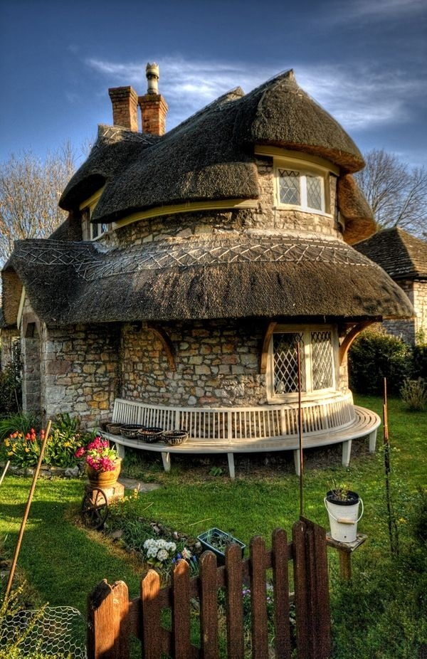 Beautiful thatch roof Cottage House Designs (38)