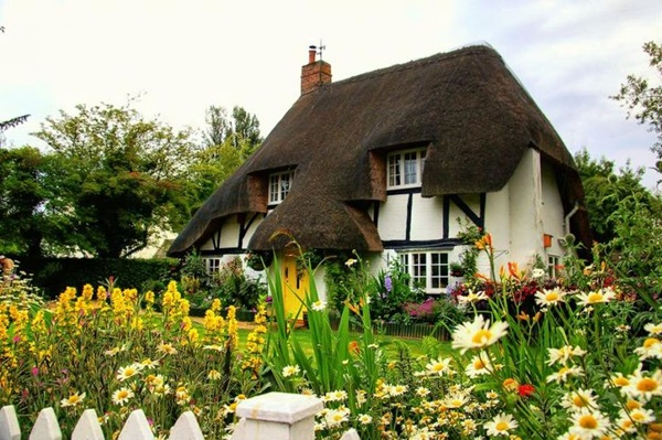 Beautiful thatch roof Cottage House Designs (5)