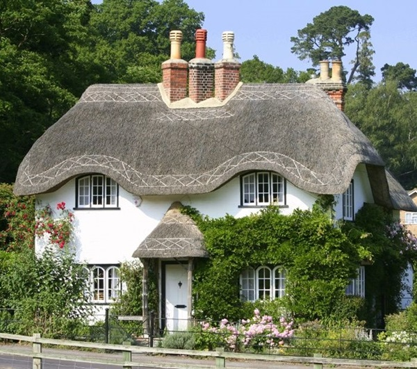 Beautiful thatch roof Cottage House Designs (7)