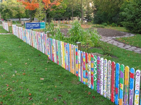 Creative Garden Fence Decoration Ideas (11)
