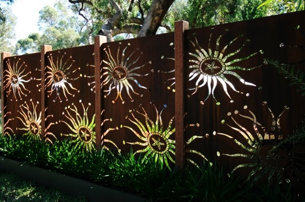 Creative Garden Fence Decoration Ideas (19)