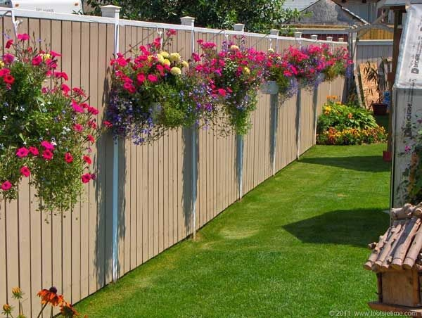 Creative Garden Fence Decoration Ideas (36)
