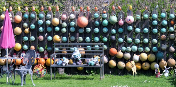 Creative Garden Fence Decoration Ideas (41)
